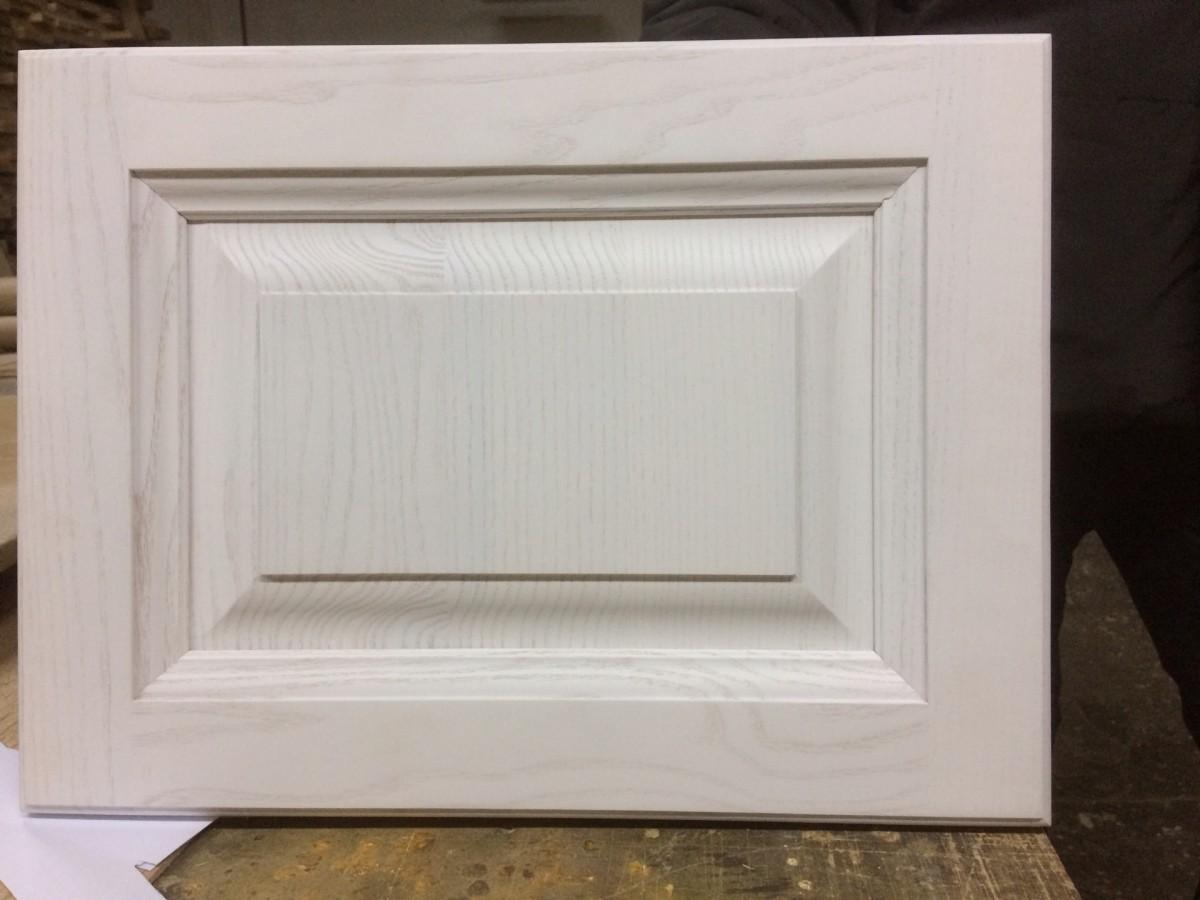 Фасад из массива ясеня, белый