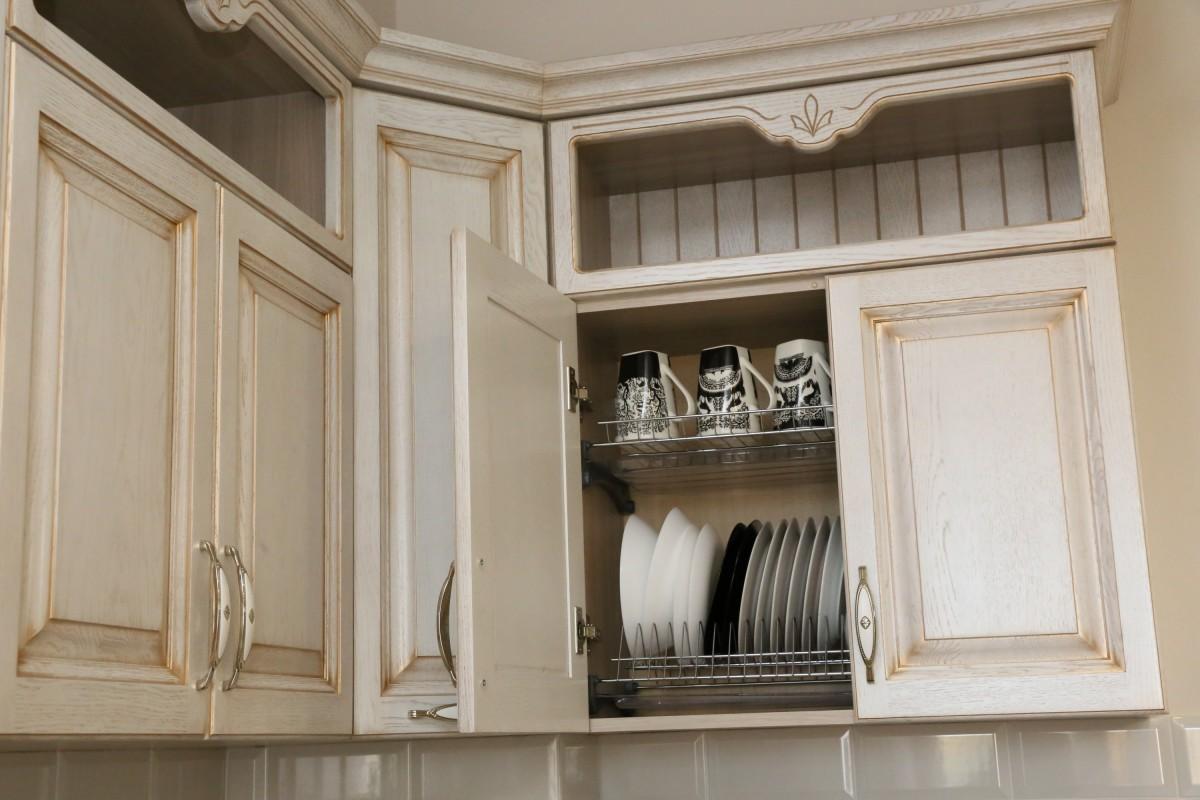 Кухня из массива дуба RAL9001 с патиной светлая бронза (1слой)