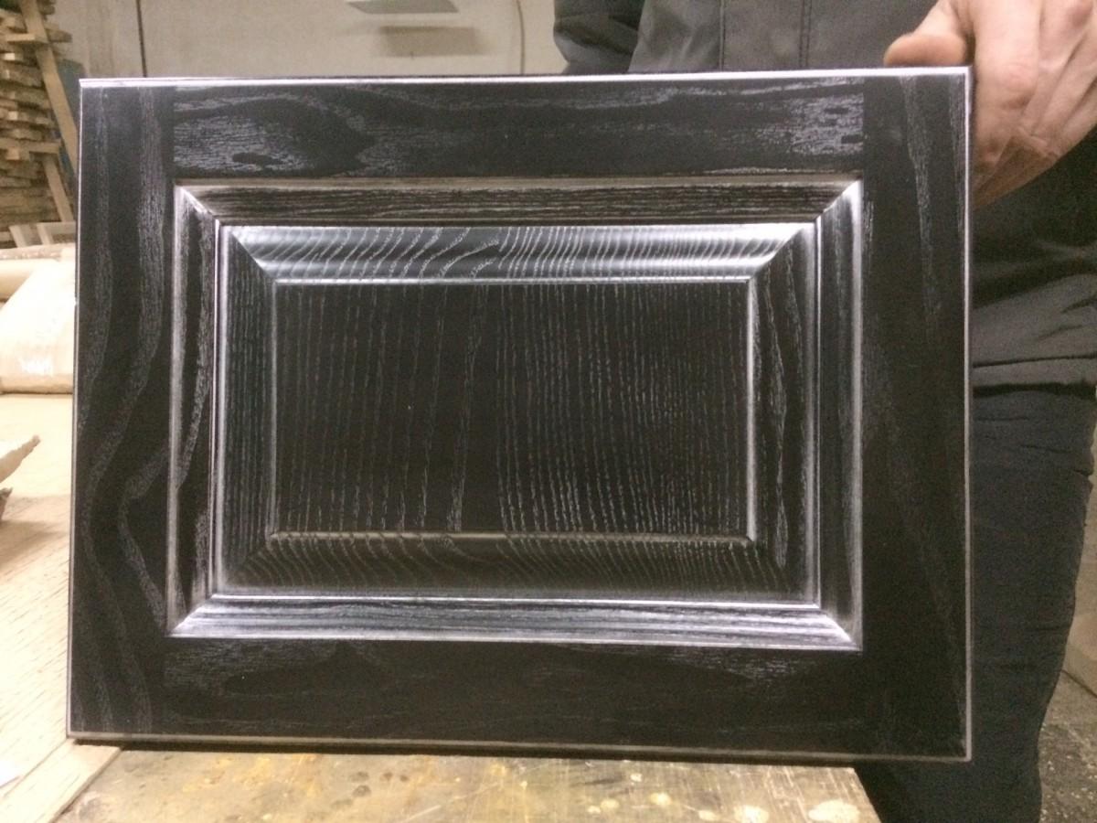 Фасад из массива дуба, черный + серебро