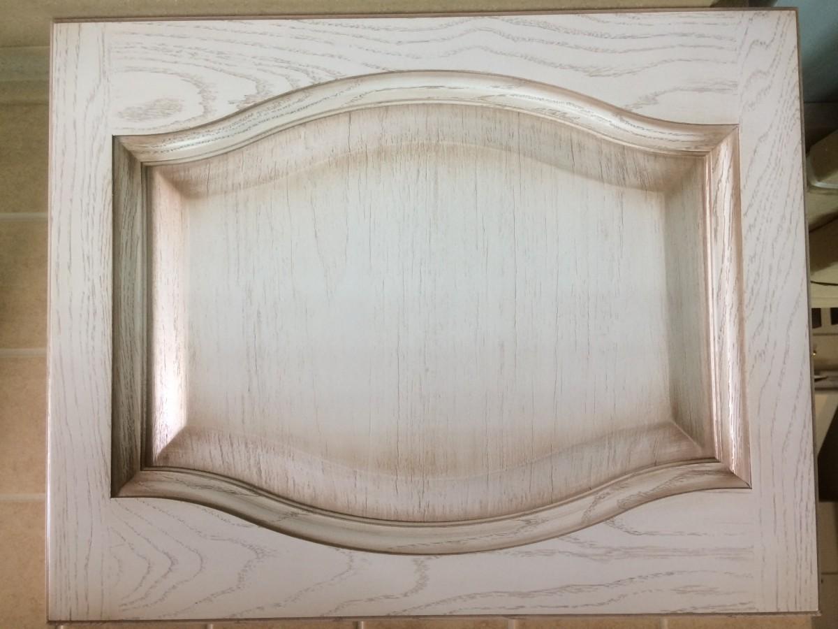 Фасад из массива+шпон, белёный+орех