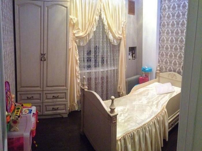 Комплект мебели в детскую комнату из массива дуба